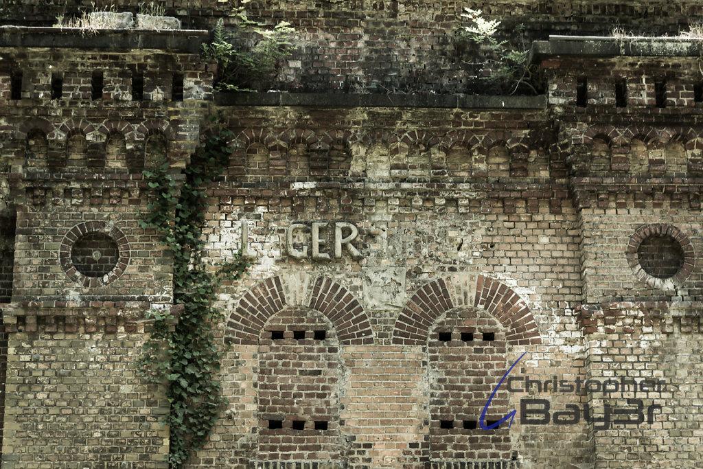 Portalkrönung des Fort IX